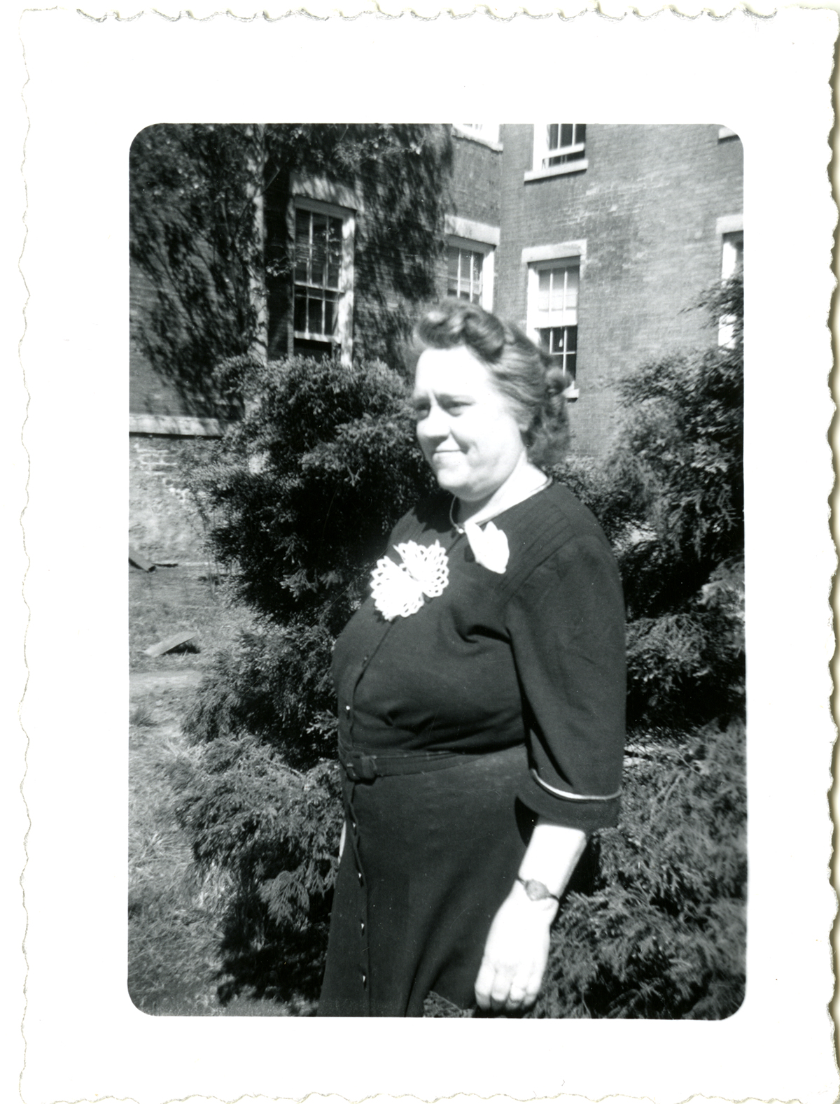 Sara Lockwood Williams on the campus of Rockford College in 1945
